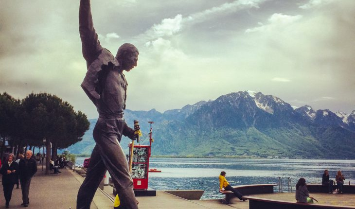 Freddie Mercury står staty i Montreux